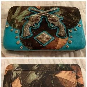 Handbags - Nwt double pistol camo wallet